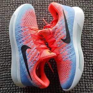 New women's Nike Lunar Flyknit 2